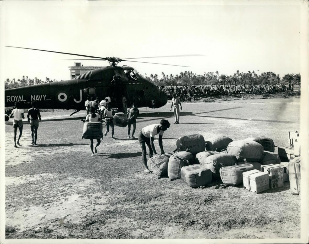 Vrtulníky s mezinárodní pomocí
