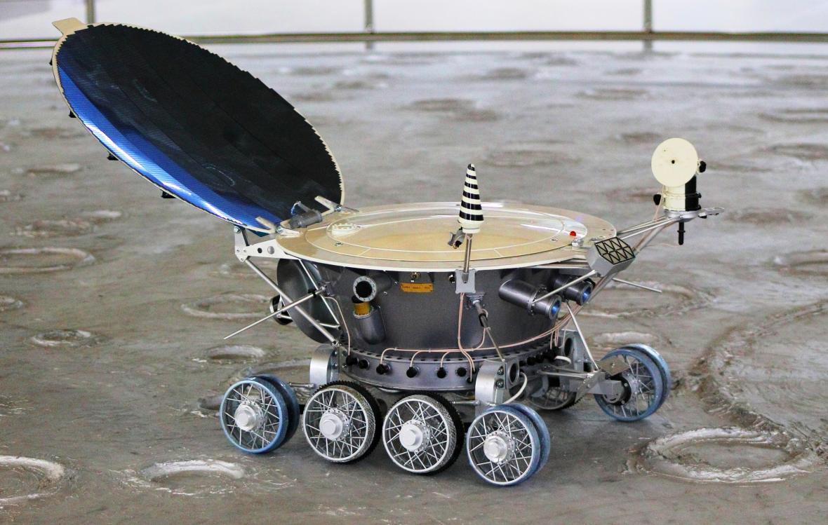 Model vozítka Lunochod 1 vystavený v Soči