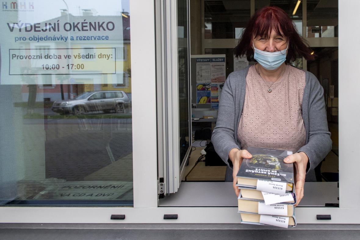 Městská knihovna v Hradci Králové zprovoznila na sedmi místech výdejní okénka