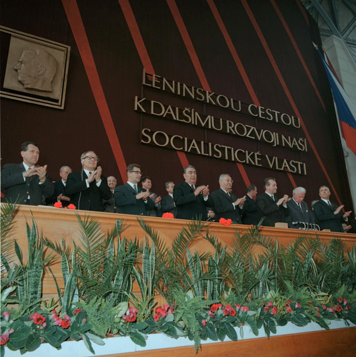 Leonid Brežněv na následujícím XIV. sjezdu KSČ v roe 1971