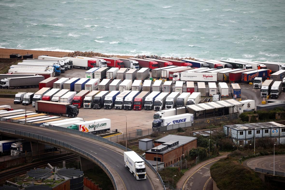 Kamiony v přístavu v Doveru