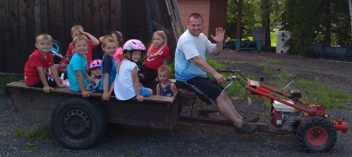 Jan Lukeš tráví mnoho času s dětmi svých přůbuzných