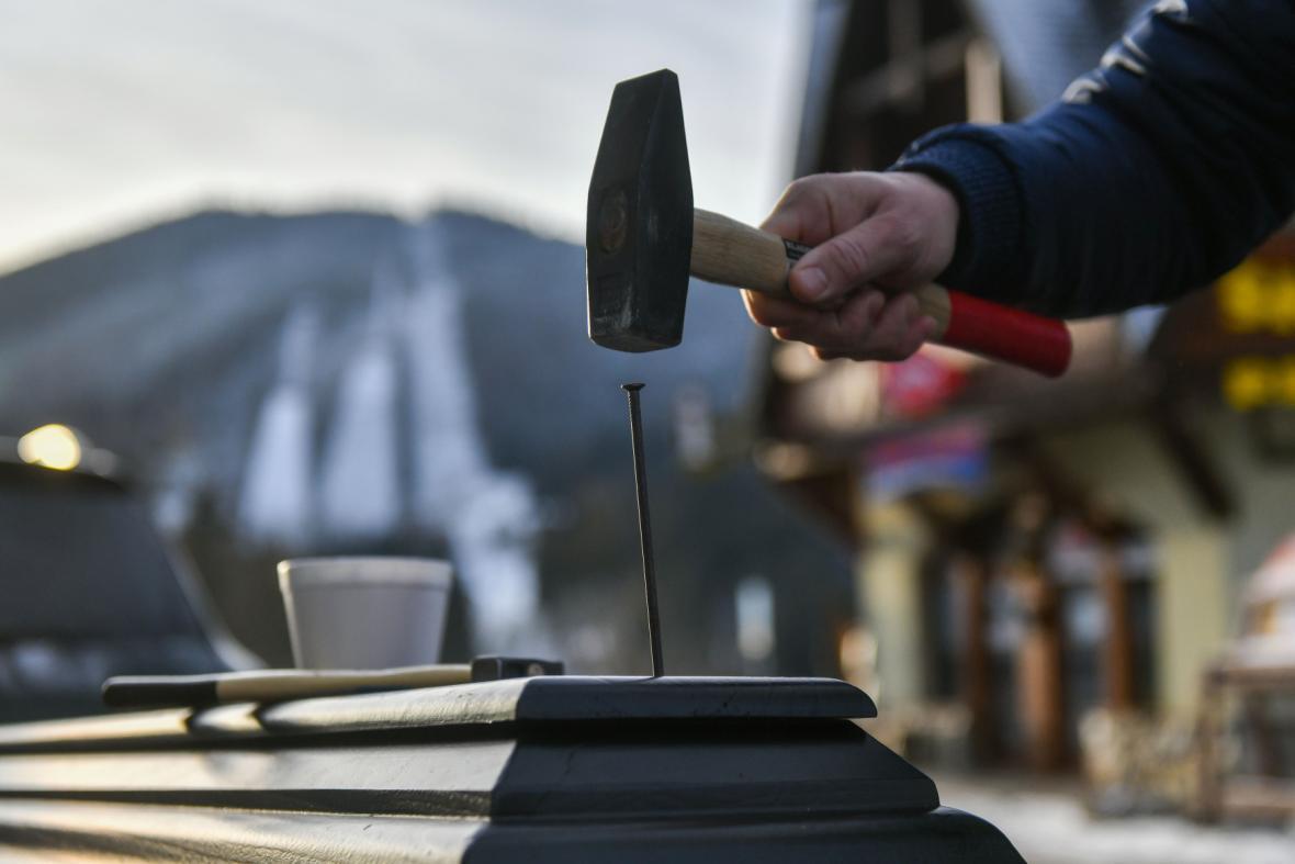 Protest proti vládnímu uzavření lyžařských areálů a podnikání ve službách na horách