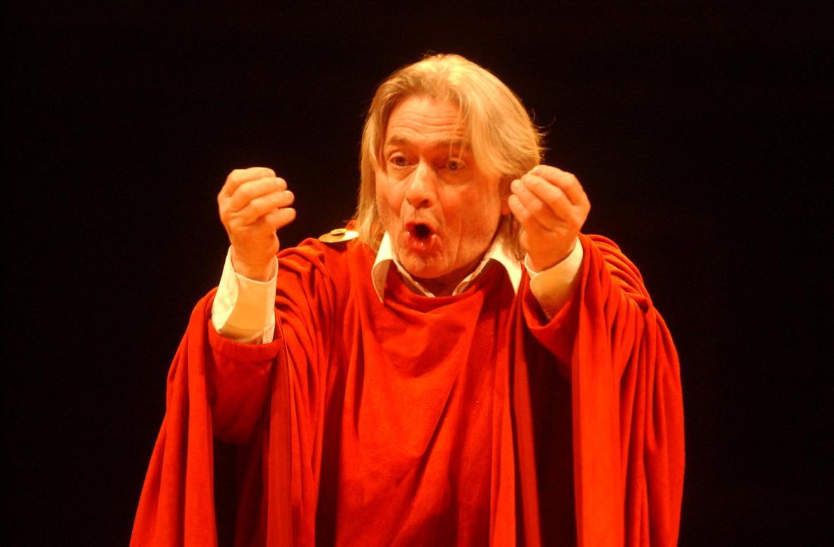 Ladislav Mrkvička v inscenaci Shakespearova dramatu Coriolanus v Národním divadle.