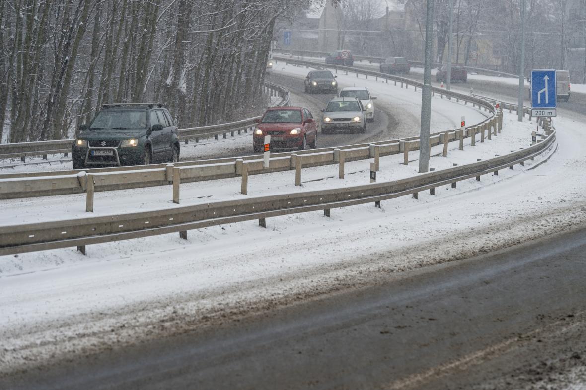 Zasněžená silnice v Teplicích