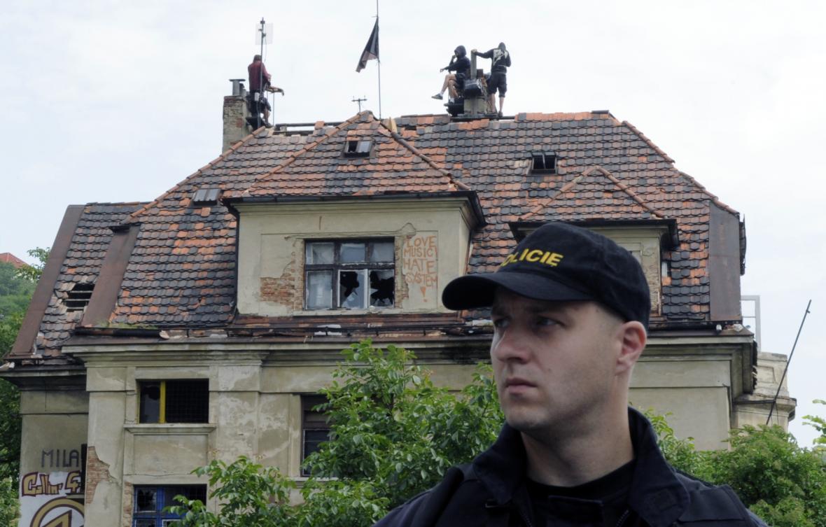 Vyklízení vily Milada v červnu 2009