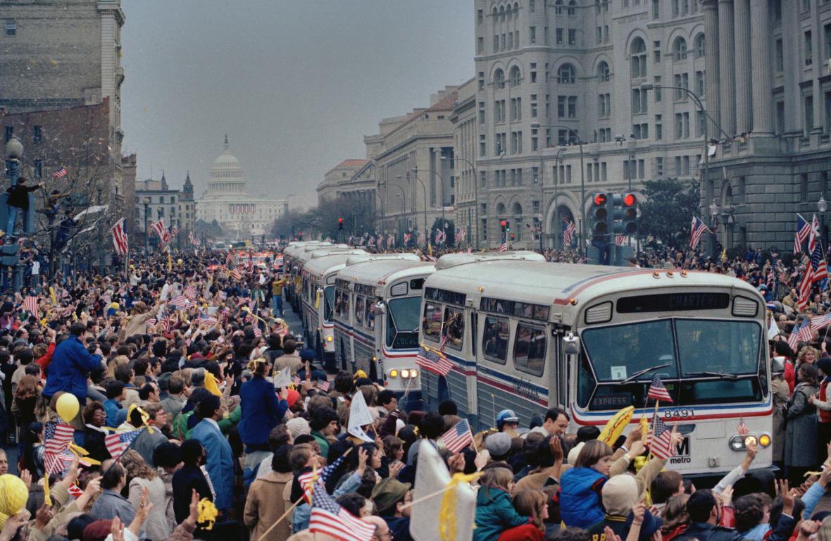 Lidé vítající vracejí se rukojmí ve Washingtonu 27. ledna 1981