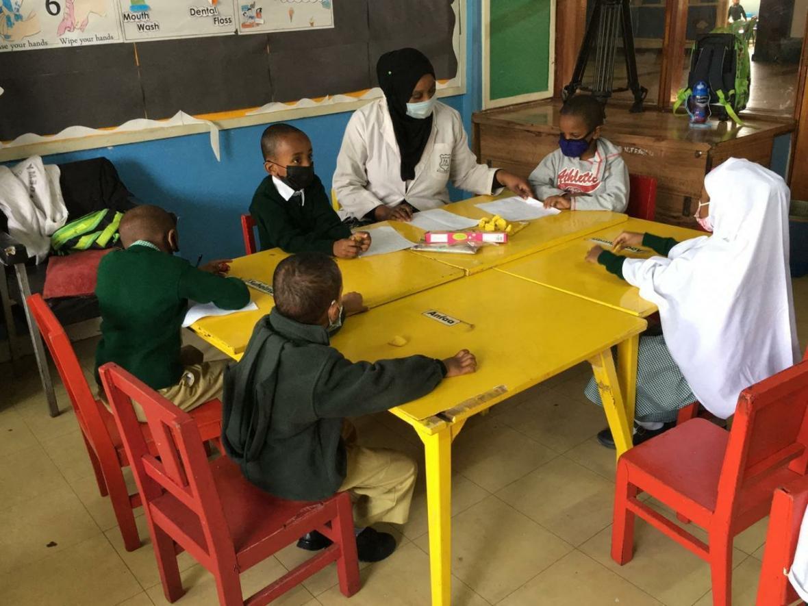 V Keni se po devíti měsících obnovila výuka