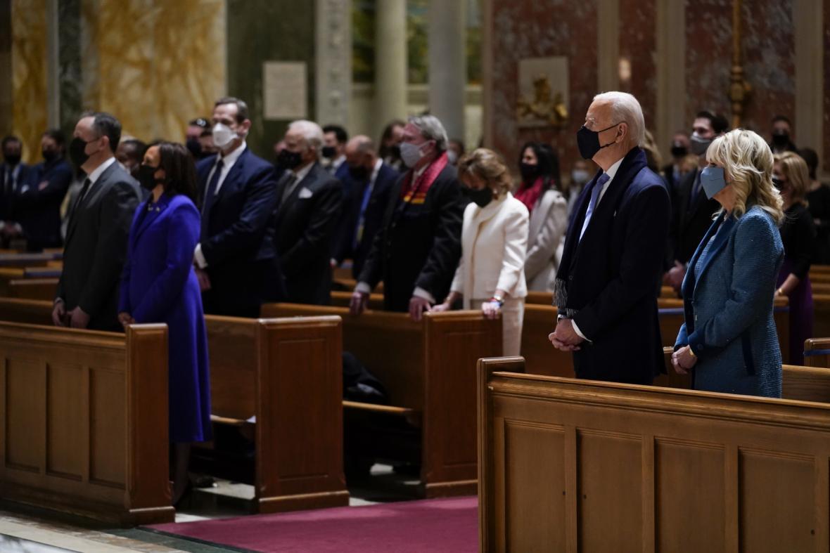 Joe Biden se v den inaugurace zúčastnil mše