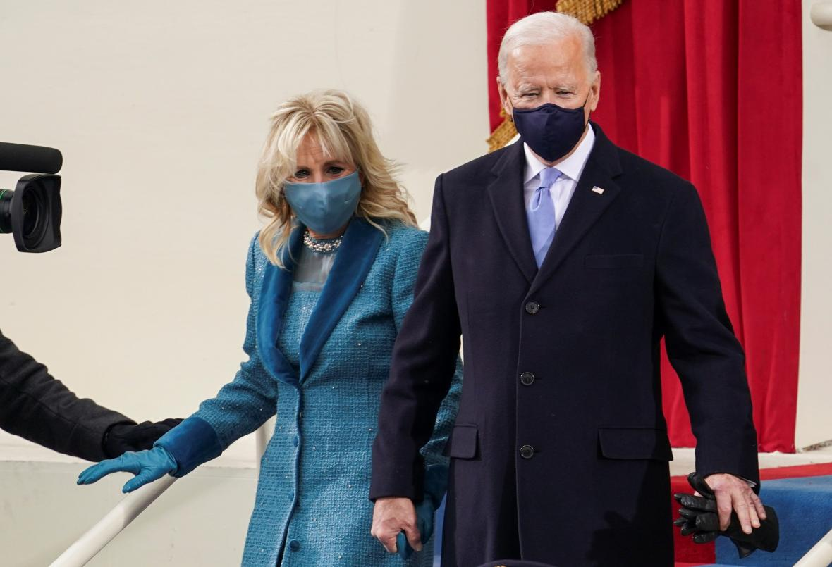 Joe Biden s ženou Jill před přísahou