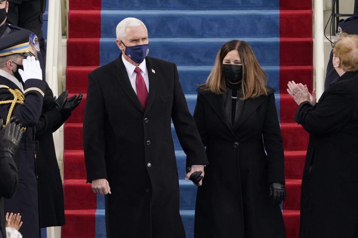 Trumpův viceprezident Mike Pence s manželkou Karen