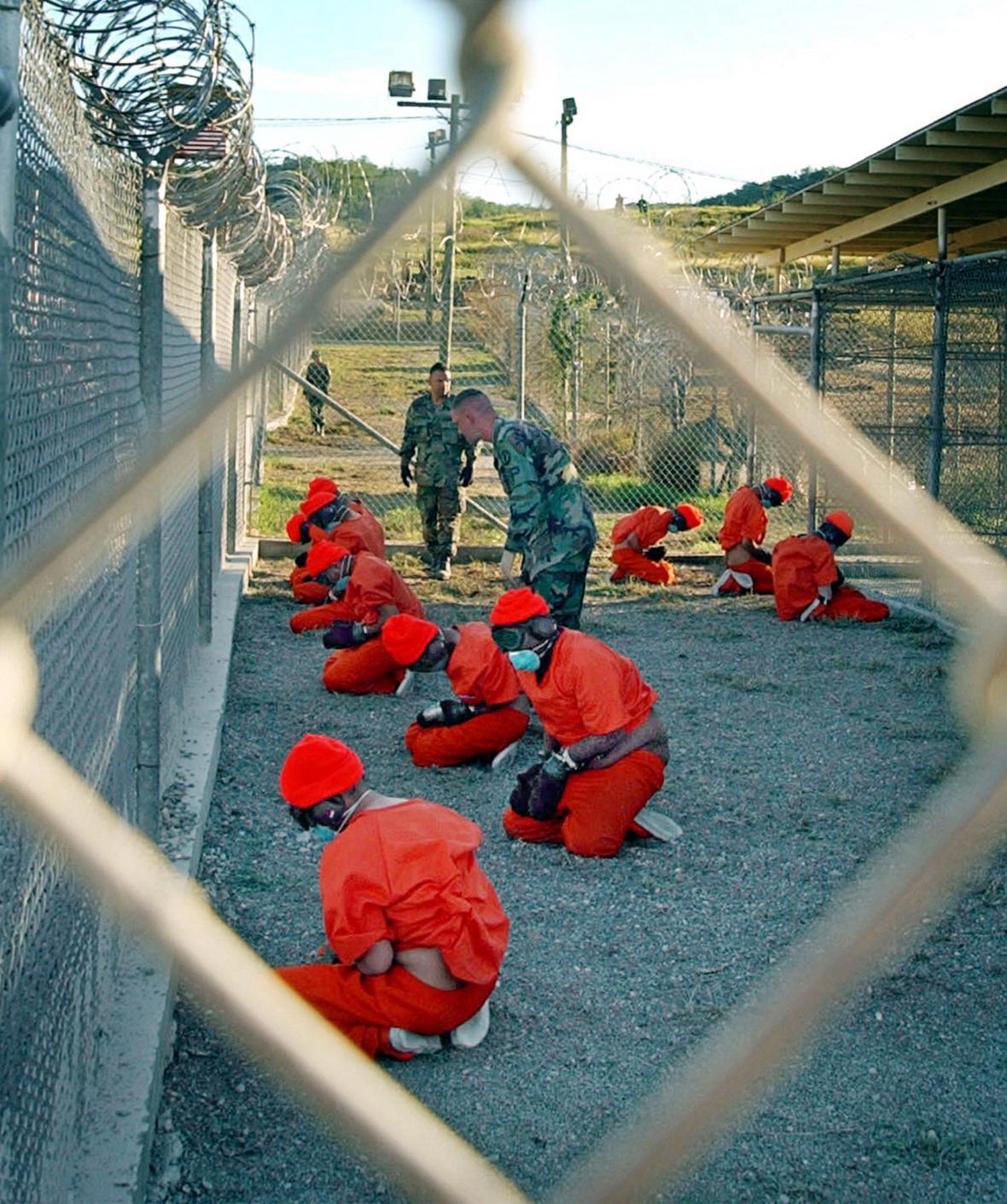 Zadržení příslušníci Talibanu a Al-Káidy v Camp X-Ray