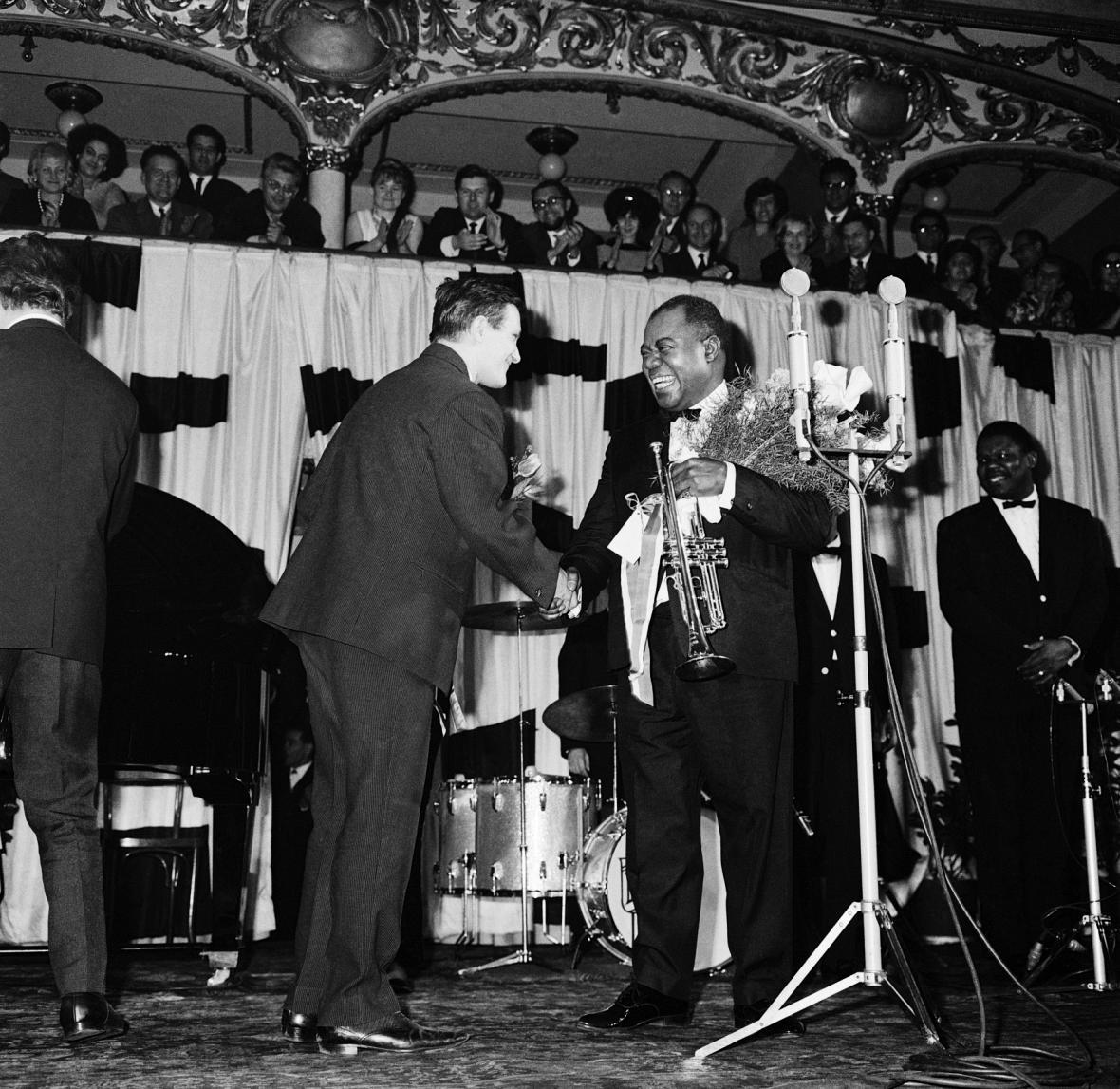 Louis Armstrong a Jiří Suchý v pražské Lucerně