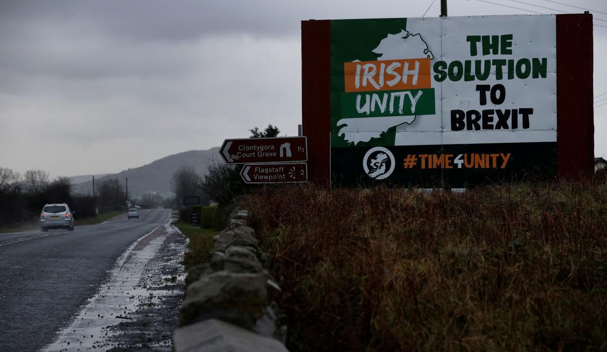 Řešením brexitu je irské sjednocení - alespoň podle billboardu na hranici mezi republikou a Severním Irskem