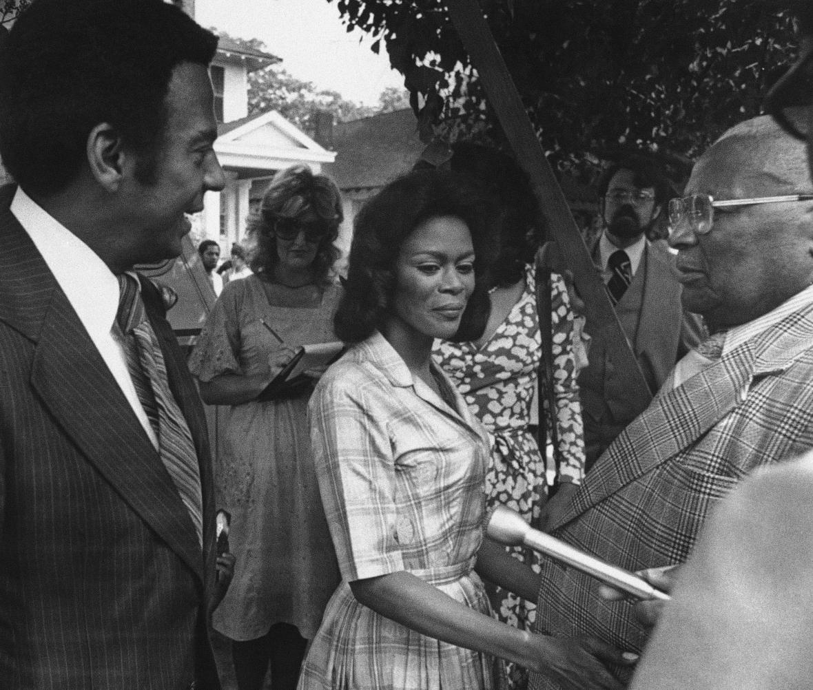Cicely Tysonová a Martin Luther King starší (1977)
