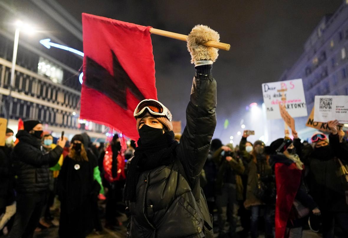 Účastníci demonstrace ve Varšavě