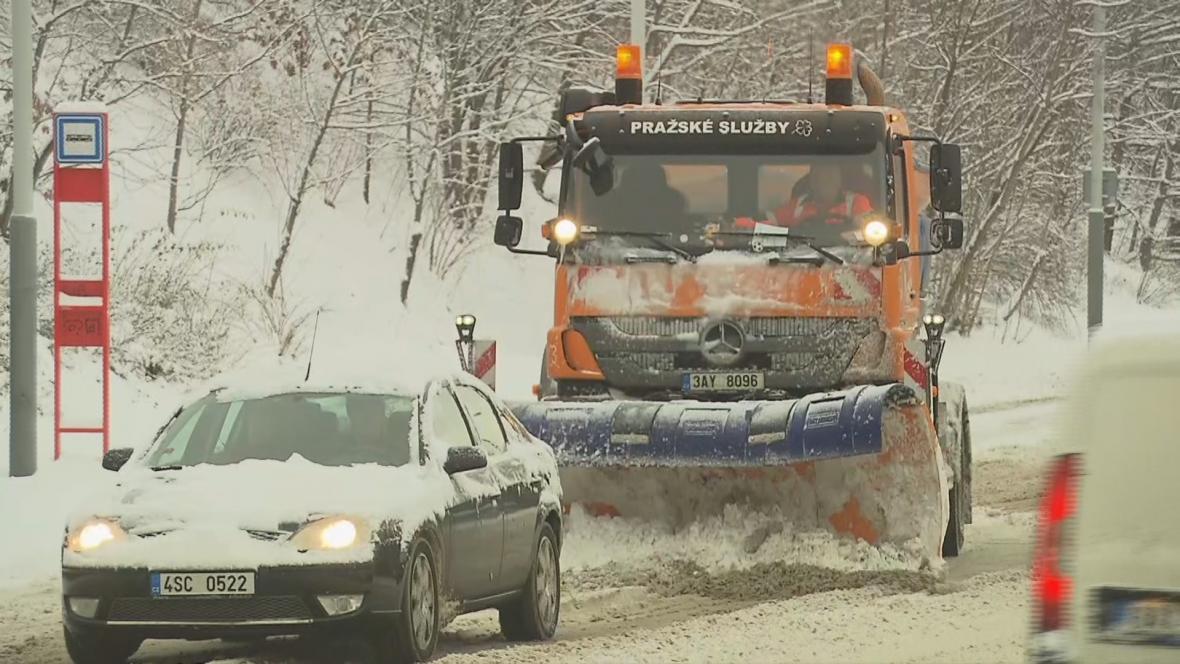 Sněhová kalamita ochromila dopravu