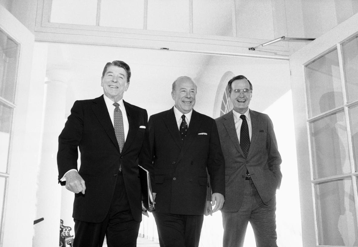 Shultz s Reaganem a Bushem starším