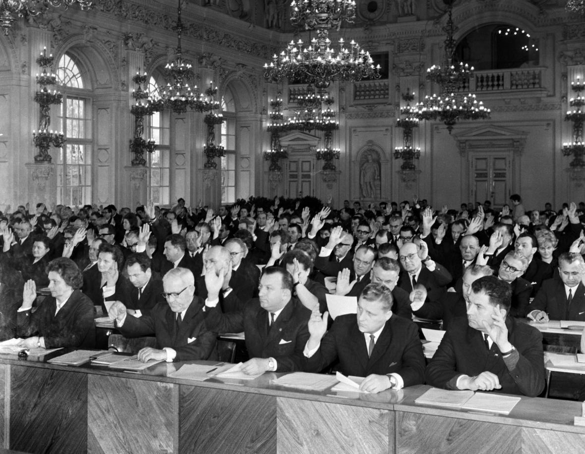 Ustavující schůze Sněmovny lidu v lednu 1969