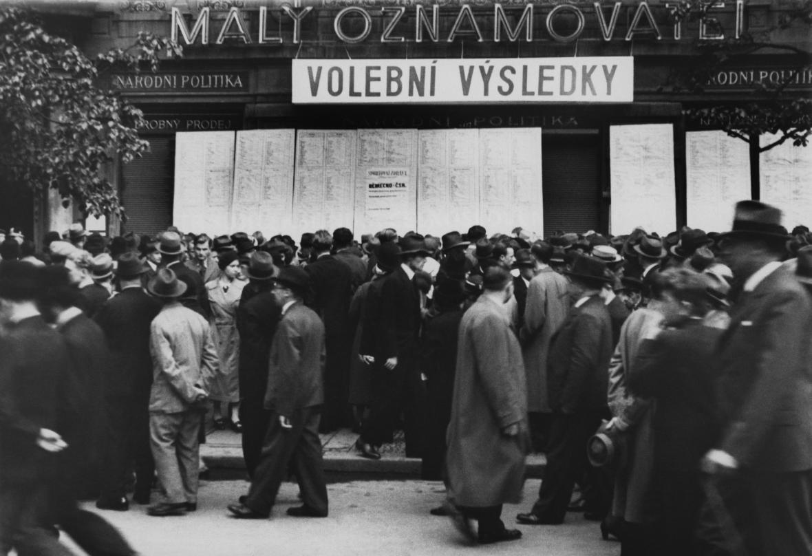 Vývěsní tabule s výsledky voleb v roce 1935