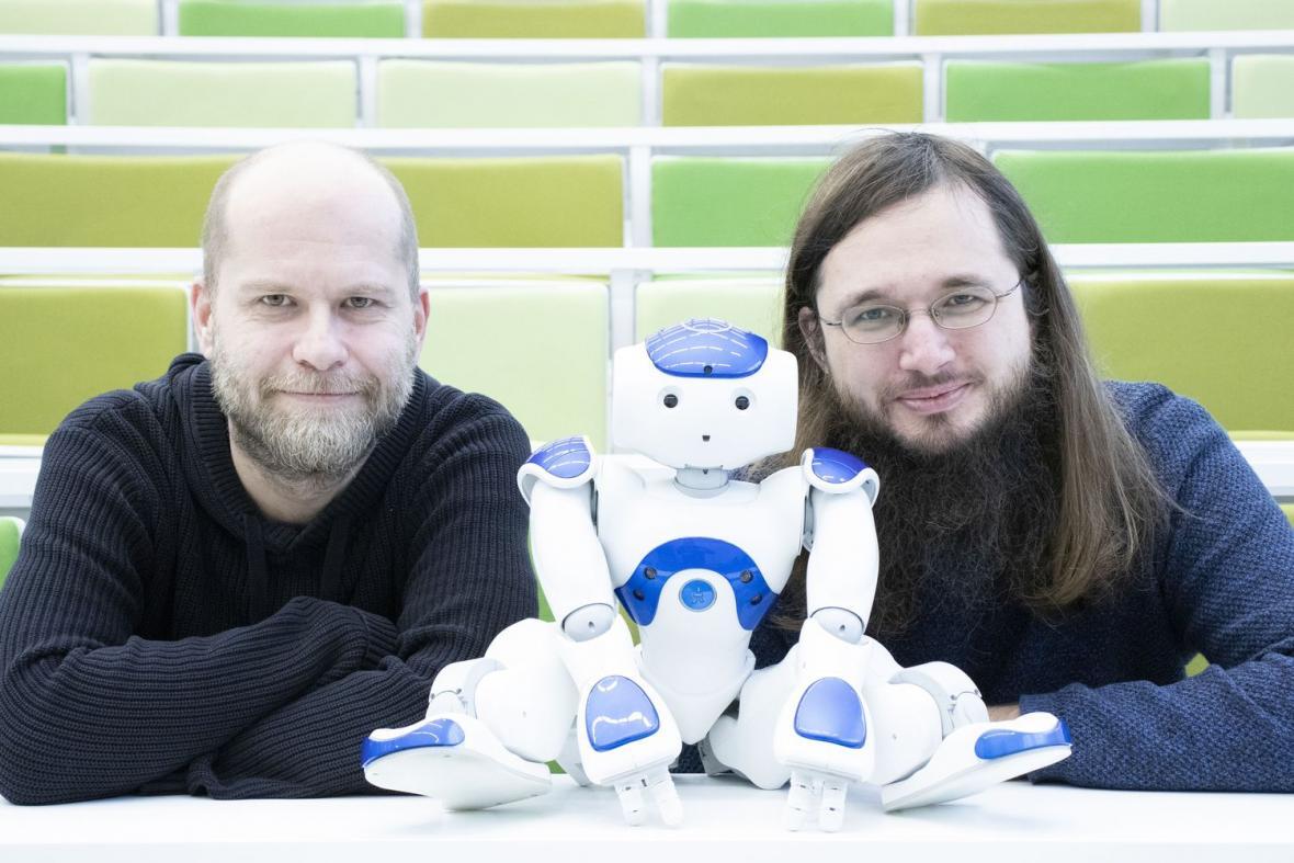 Daniel Hrbek a Rudolf Rosa (z projektu AI: Když robot píše hru)
