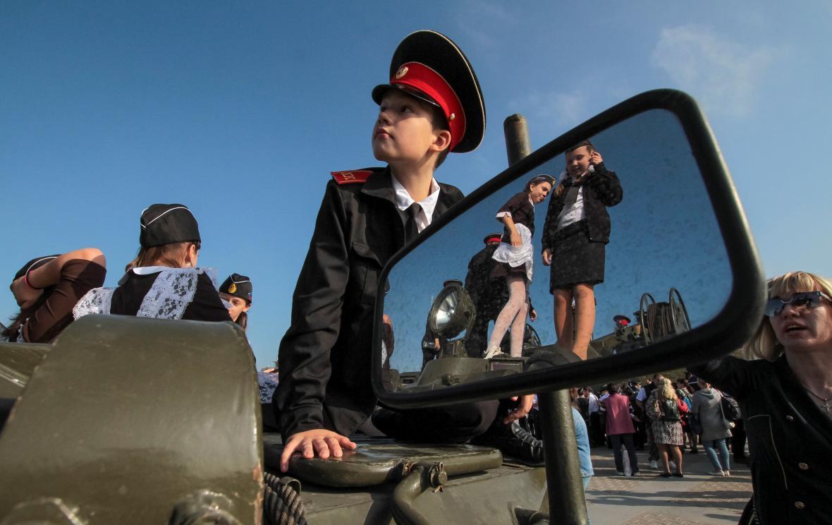 Přísaha nových příslušníků Mladé armády v okupovaném Sevastopolu
