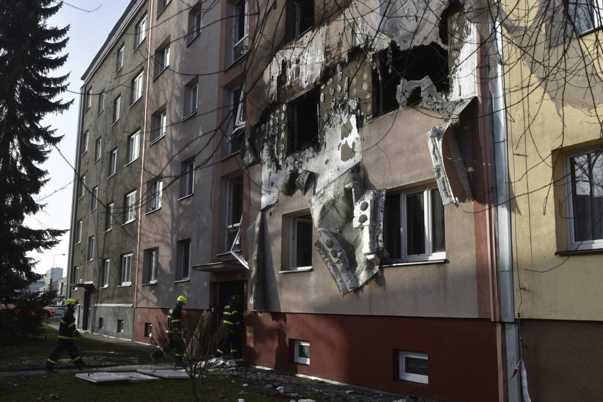 Hasiči z domu evakuovali čtyřicet lidí