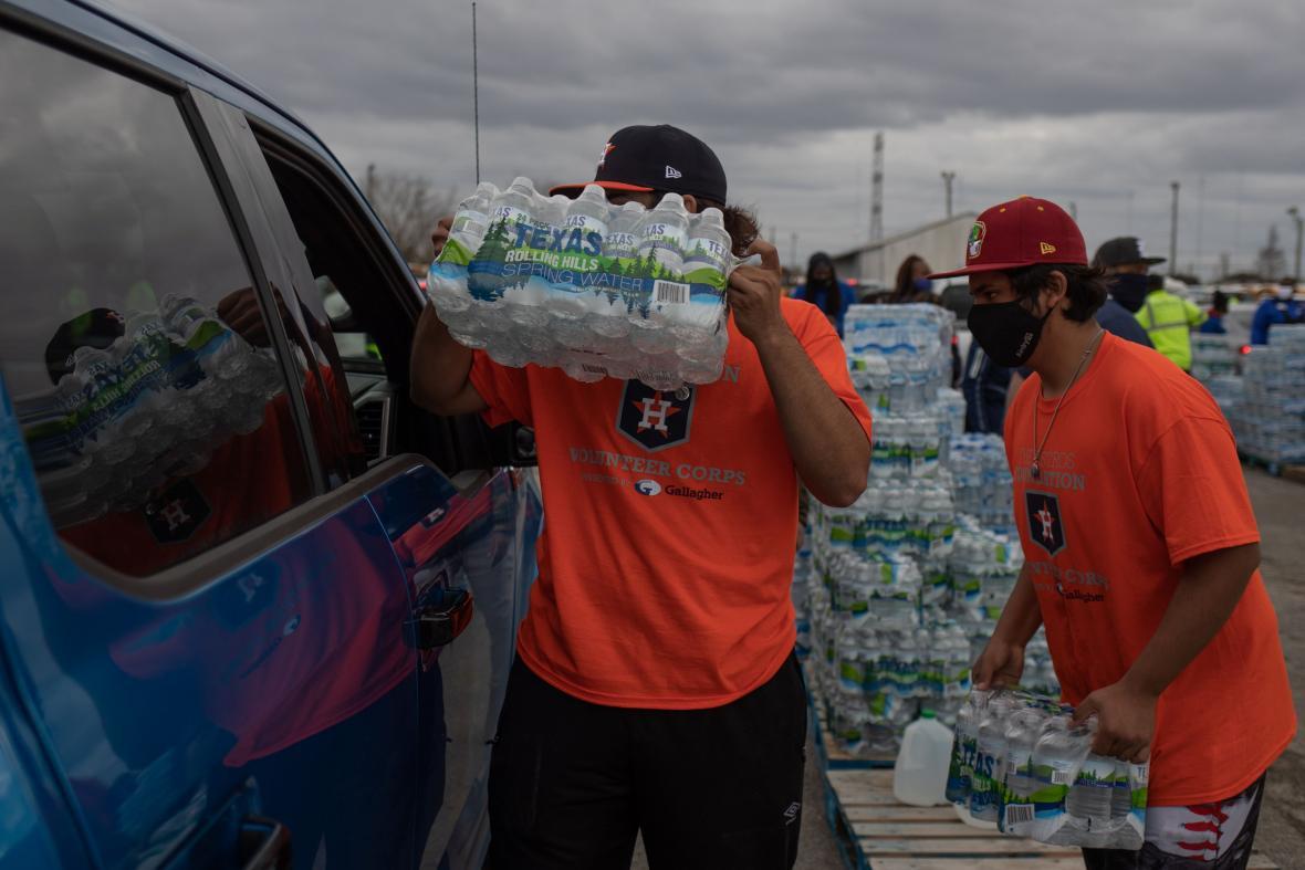 Kvůli mrazům obyvatelé Texasu neměli přístup k pitné vodě