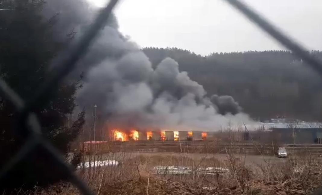 Požár továrny v Chrastavě