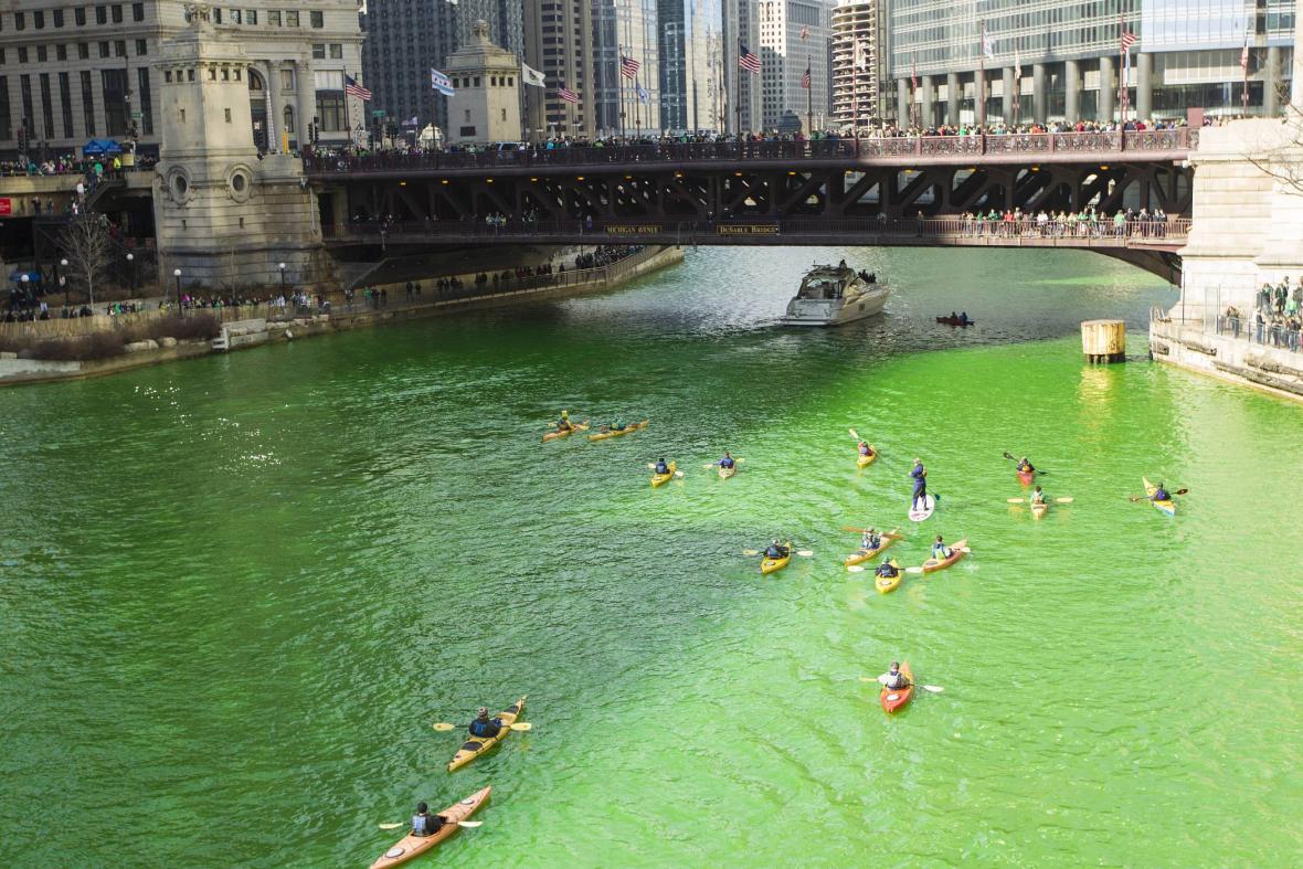 Řeka obarvená na zeleno v americkém Chicagu