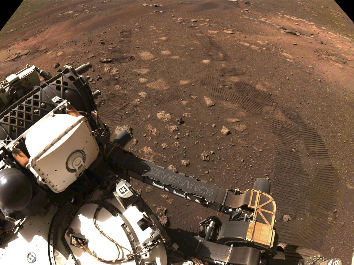 První pohyb Perseverance na Marsu