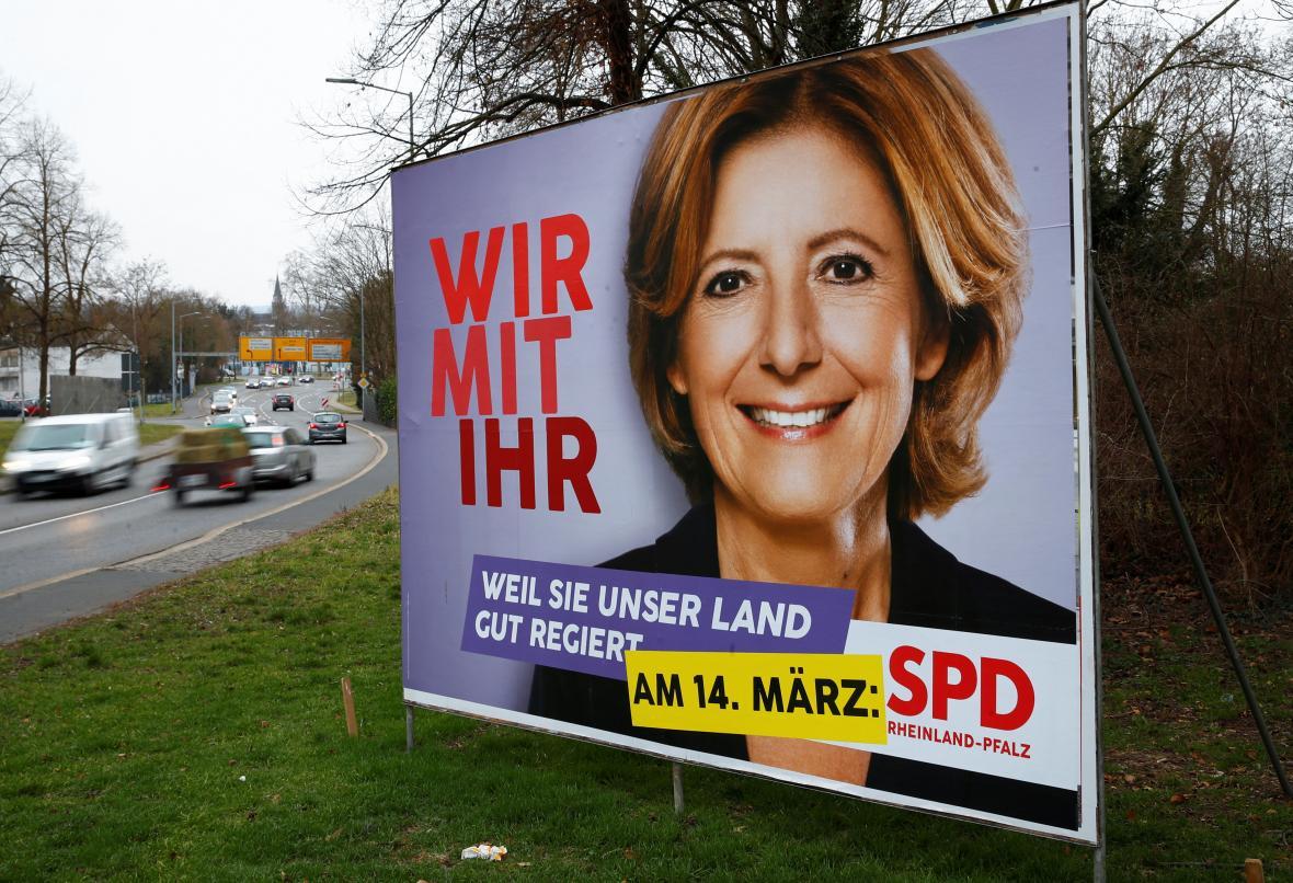 Předvolební plakát Malu Dreyer: My s ní. Protože naši zemi dobře řídí.