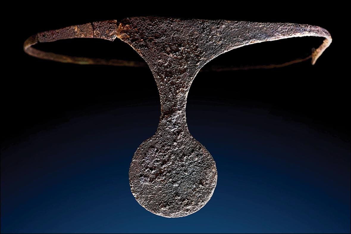 Stříbrný diadém nalezený v hrobce