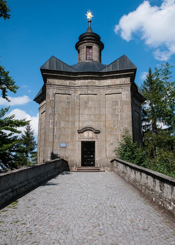 Kaple Panny Marie Sněžné na Hvězdě - na hřebeni Broumovských stěn