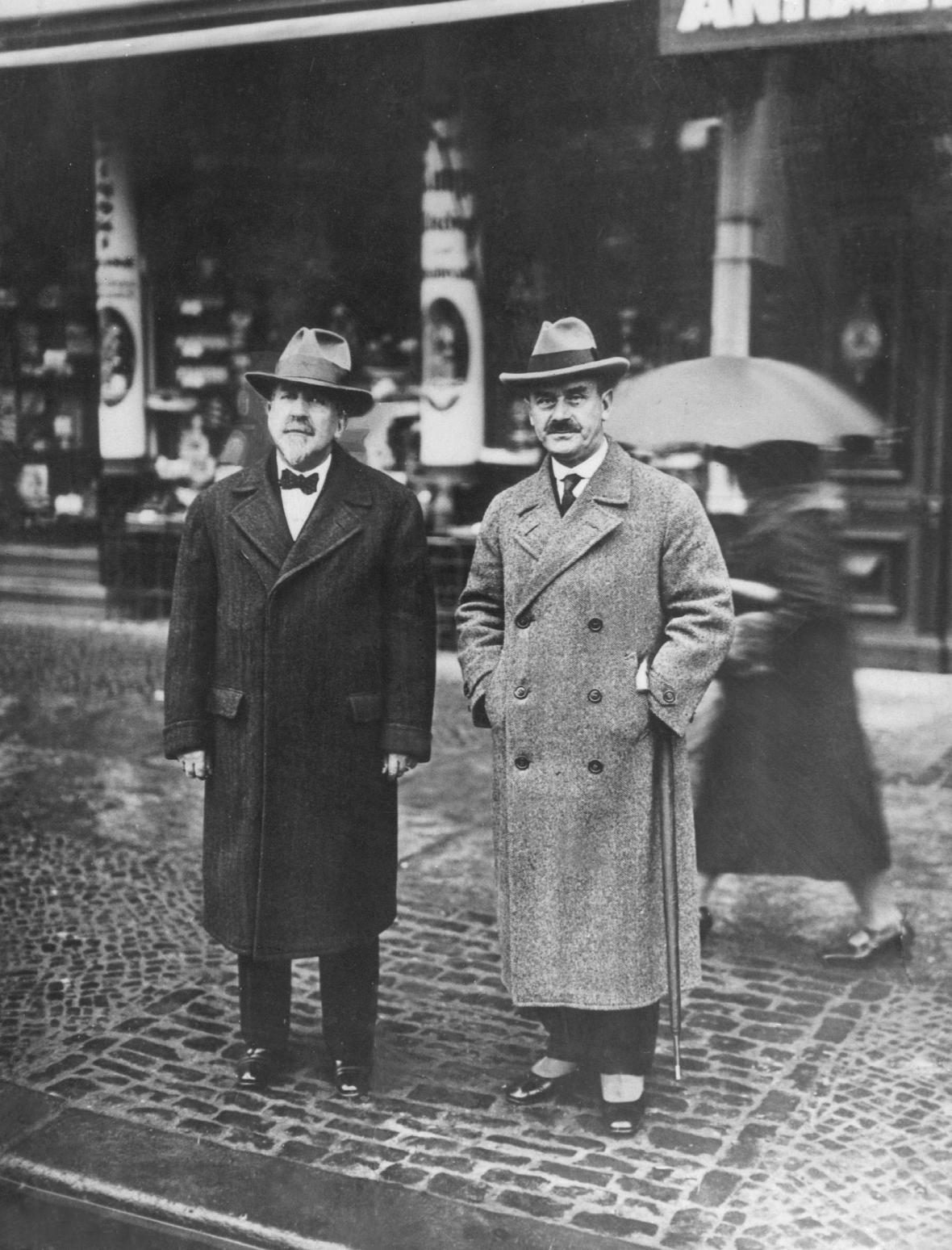 Bratři Heinrich a Thomas Mann v roce 19828