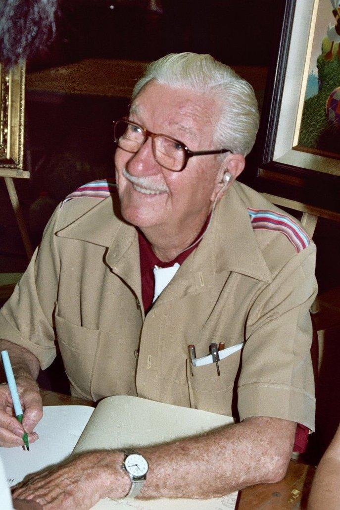 Osmdesátiletý Carl Barks při autogramiádě v roce 1982