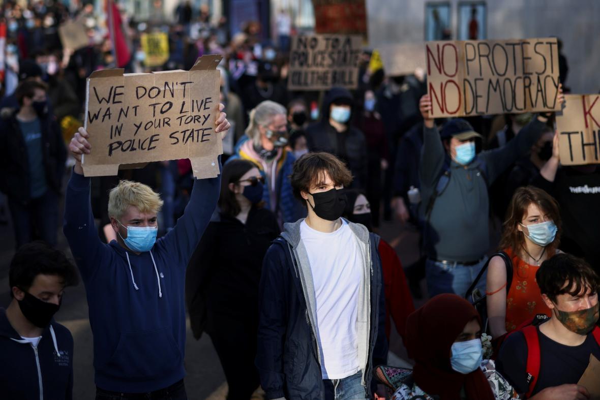 V Bristolu proběhla demonstrace poklidně