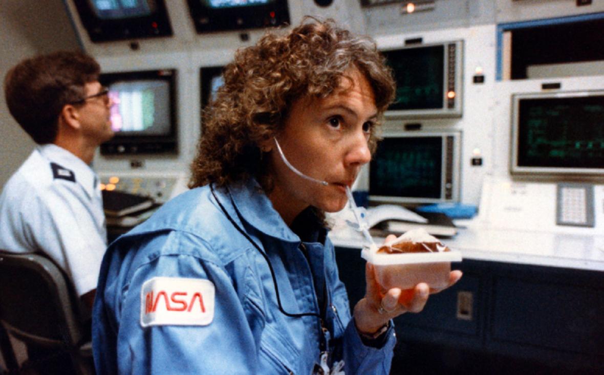 Christa McAuliffeová, vesmírná popelka a učitelka, která měla vést výuku z orbitu