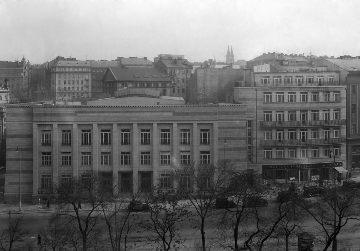 Peněžní burza na snímku z roku 1938, postavená podle návhru architekta Jaroslava Rösslera
