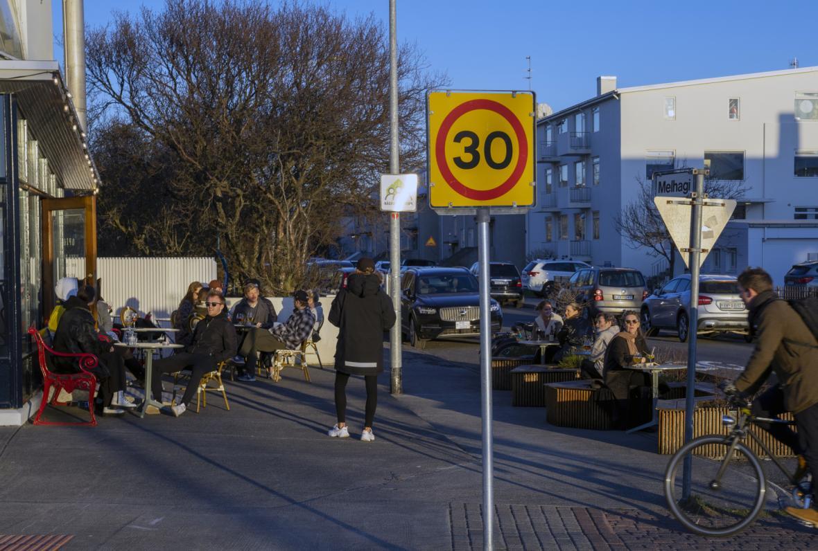 Islanďané mohou do restaurací a hospod