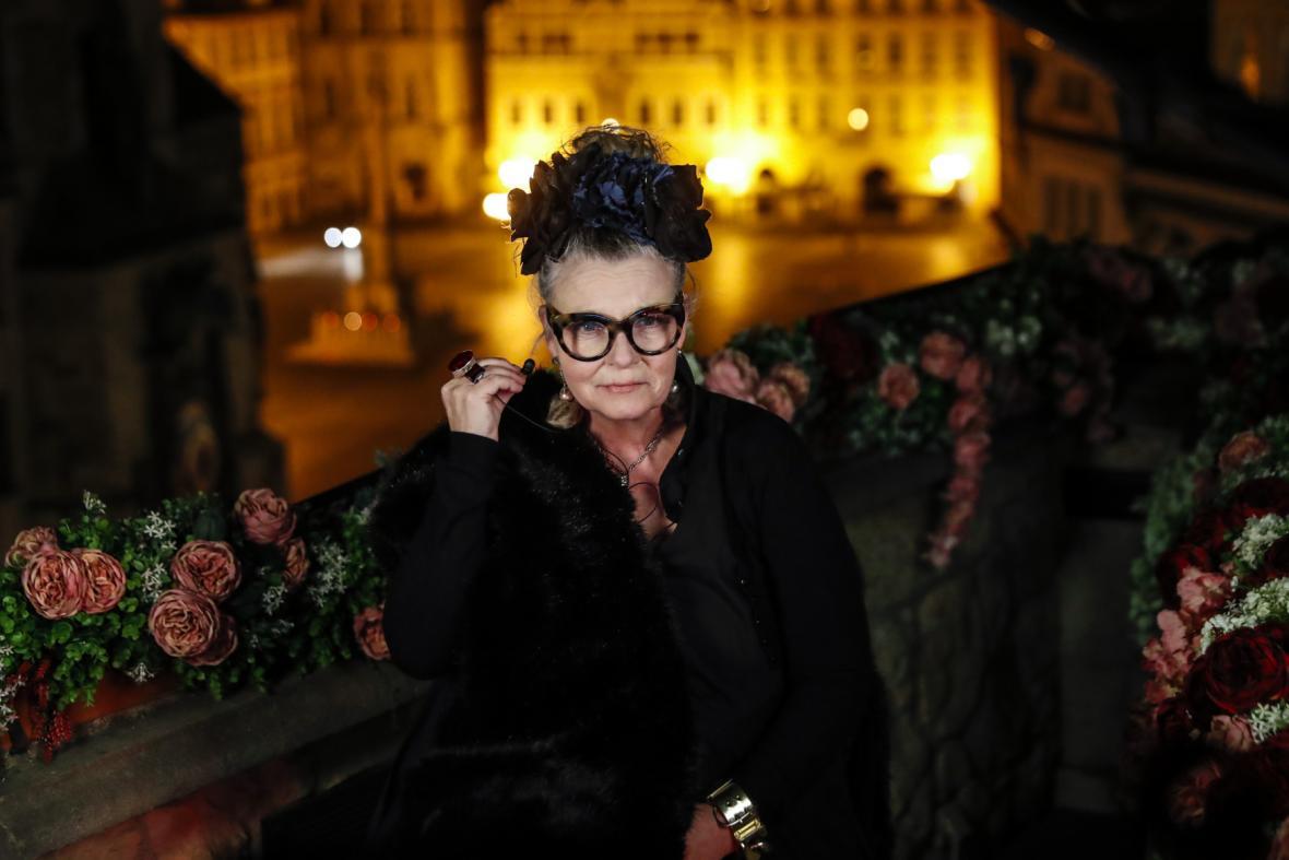 Maskérka Claudia Stolzeová se ceremoniálu zúčastnila z Prahy