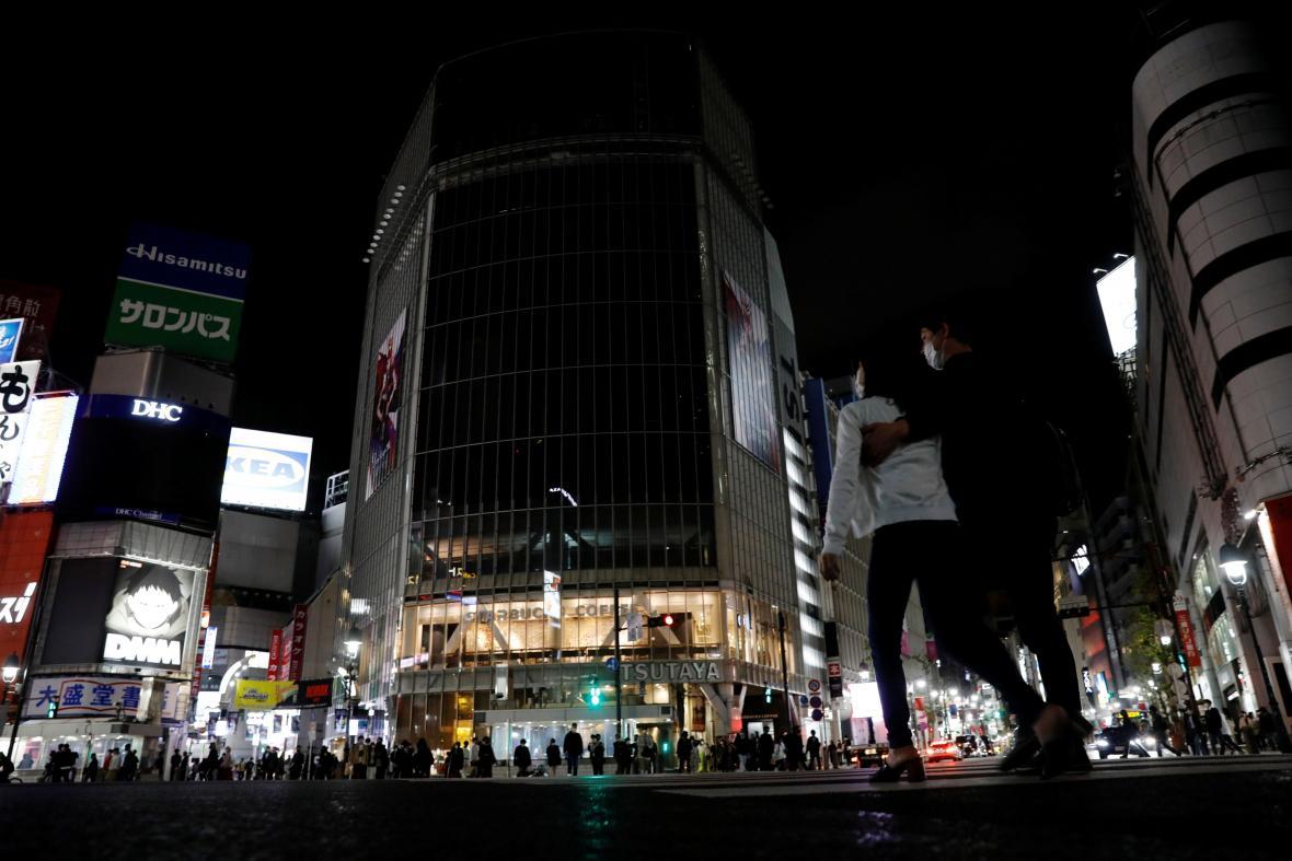 Za běžných okolností tokijská čtvrť Šibuja pulzuje životem.