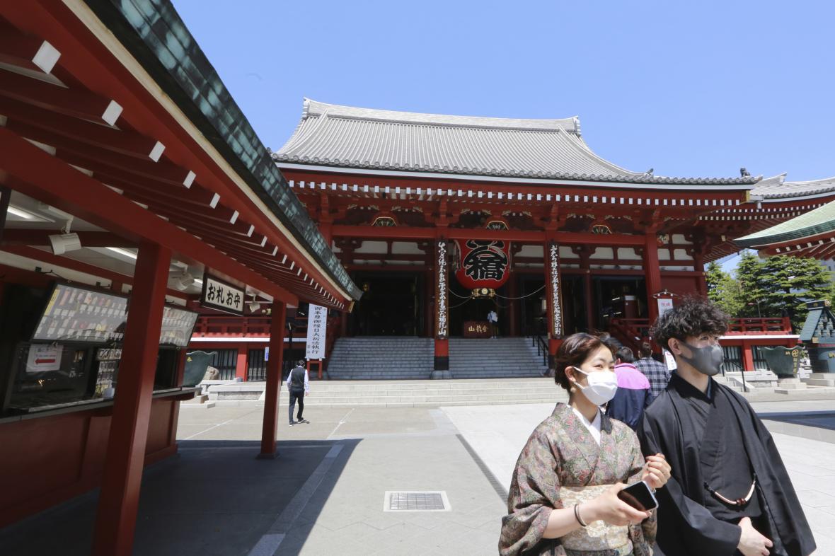 Chrám Sensó-dži patří k nejnavštěvovanějším v Tokiu. Za stavu nouze ho navštěvují pouze místní.