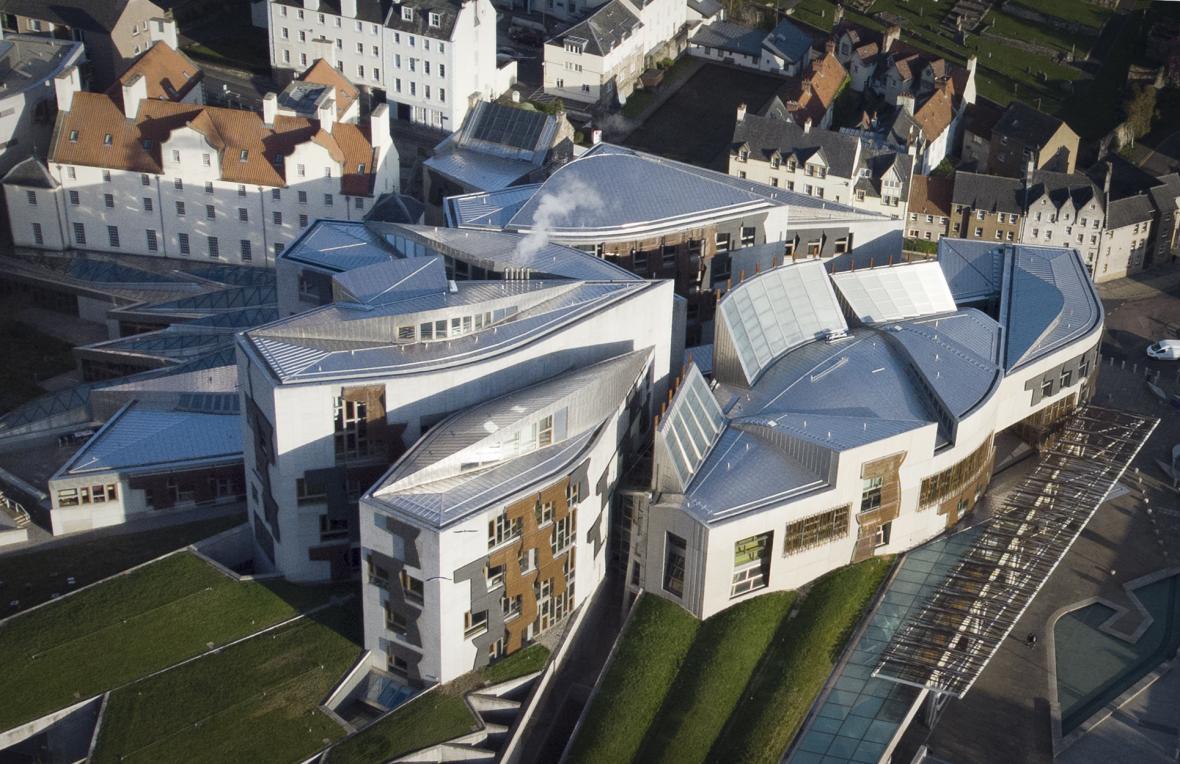 Sídlo skotského parlamentu v edinburském Holyroodu