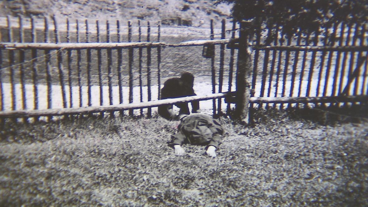 Němečtí vojáci strkali mrtvoly do Vltavy