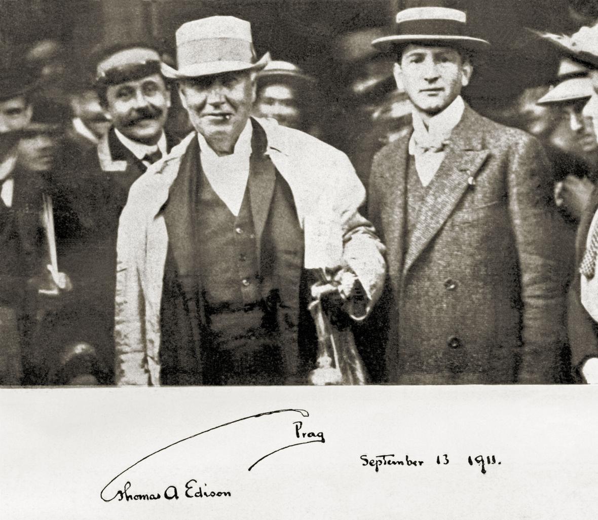 Americký fyzik a vynálezce Thomas Alva Edison (vlevo) přijel do Prahy na pozvání svého někdejšího žáka Emila Kolbena (snímek z  13. září 1911)