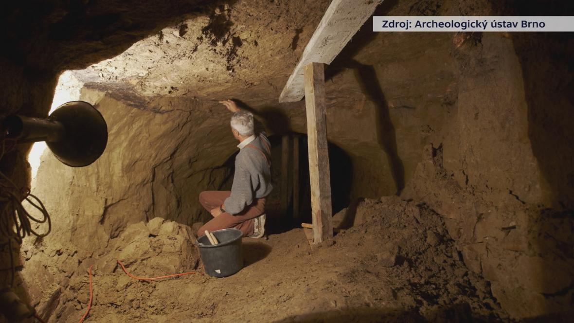 Pod zemí objevili archeologové soustavu chodeb