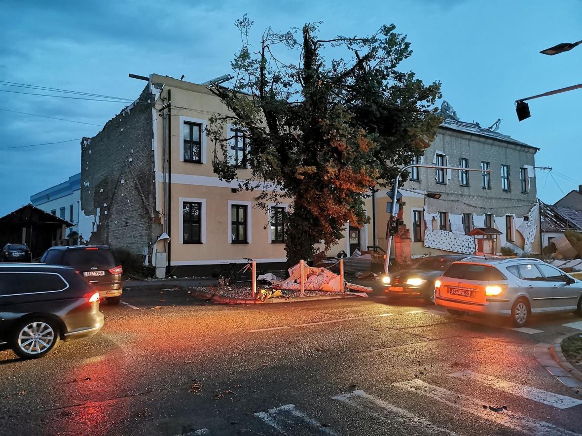 Následky silných bouřek a tornáda na Břeclavsku