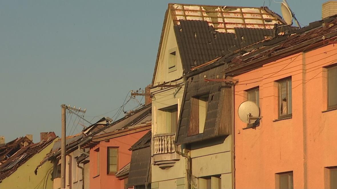 Následky ničivého tornáda v Lužici na jihu Moravy