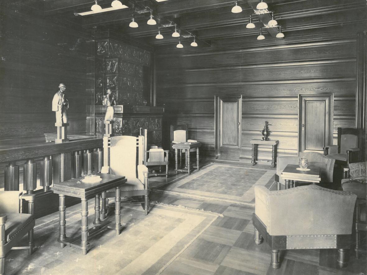 Úprava rezidenční budovy československého vyslanectví ve Varšavě, schodišťová hala (architekt: Ladislav Machoň), 1924–1925